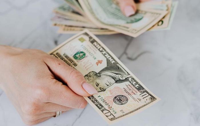 春夏秋冬,冷暖皆有,人的一生要面臨許多挑戰,資金周轉也是無法避免的一道難關,有時礙於面子問題不好意思向親友開口,只能依照本身擁有的物件或是信用來辦理借款。台中借錢周轉項目繁多,例如用自己名下的汽車來向銀行貸款、增貸,或是申請信用貸款。然而,向銀行辦理貸款,門檻相對較高,常見的狀況是本身已有貸款但是又有資金上的缺口...