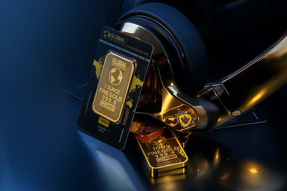 從古至今,黃金一直以來都是硬通貨的貴金屬,幾乎每個家庭手上都會有黃金,黃金的價格相當保值且穩定,也具有一定的收藏紀念價值。當資金不足需要周轉的時候,更可以用黃金典當或是直接賣斷的黃金換現金方式獲得一筆資金,然而,許多人並不清楚黃金典當和賣斷的差別。若是將黃金典當,黃金典當利息與黃金典當價格也是民眾想了解的事項,以上就…